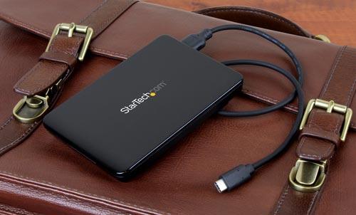 Compacto y fácilmente transportable, esta caja sin herramientas suministra almacenamiento de datos externo para portátiles que posean un puerto USB-C