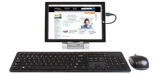 Tablet conectado a un concentrador como anfitrión así como un teclado y ratón USB conectados al concentrador