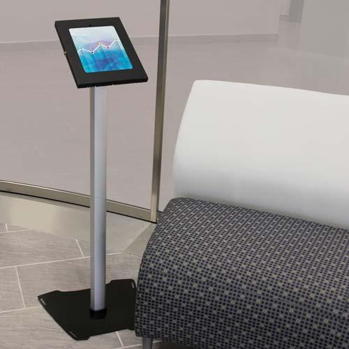 Utilice su iPad instalado en este impresionante soporte de suelo, a fin de crear una atractiva pantalla que llame la atención, ideal para exposición en su vestíbulo o stand de feria.