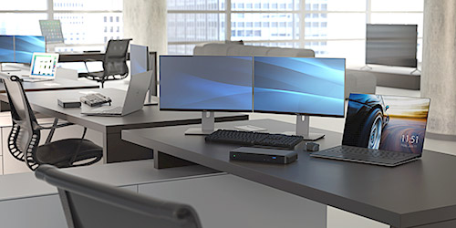 un ordenador portátil conectado a dos monitores, un teclado y un ratón, mediante el modelo mst30c2dppd